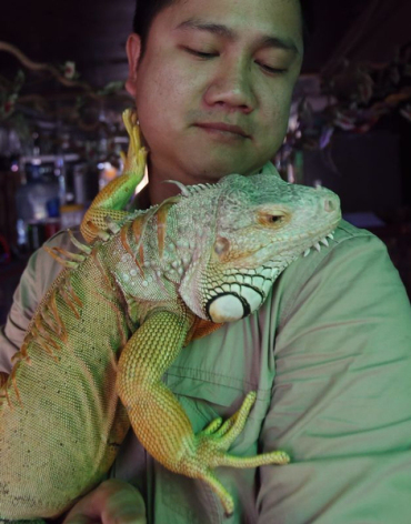 A man holds an iguana at the Pet Cafe in Hanoi