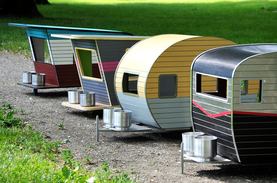 Would you treat your dog to an $800 pet camper, Canada, June 2014