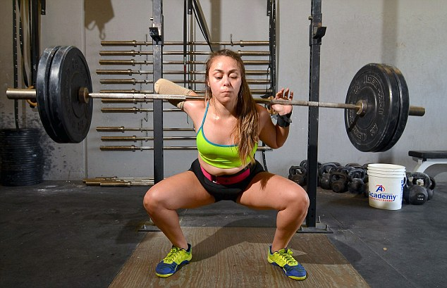 One-Armed Weightlifter Continues To Lift After Amputation