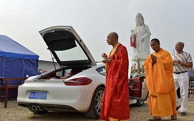 Monk blesses a Porsche, stirs up cynicism online