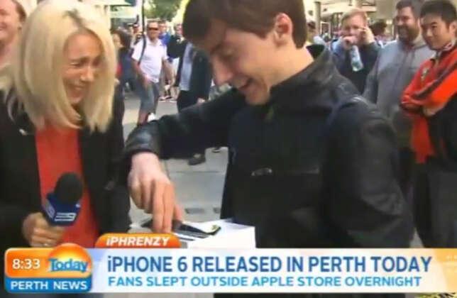 Primeiro cliente a comprar iPhone 6 na Austrália é entrevistado ao vivo e deixa aparelho cair