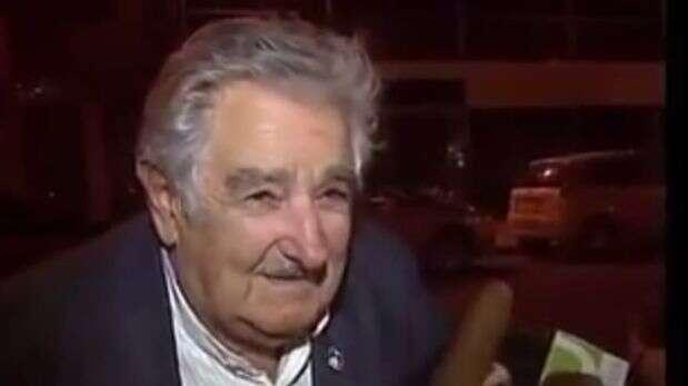 Assista ao momento em que presidente do Uruguai dá bom dinheiro a morador de rua