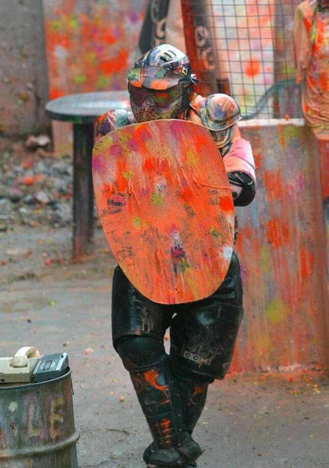Empresa de paintball oferece 160 mil reais por ano a candidato que aceitar emprego e ser alvo humano