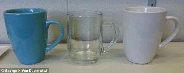 Canecas azuis ou transparentes fazem café ficar mais doce, dizem cientistas