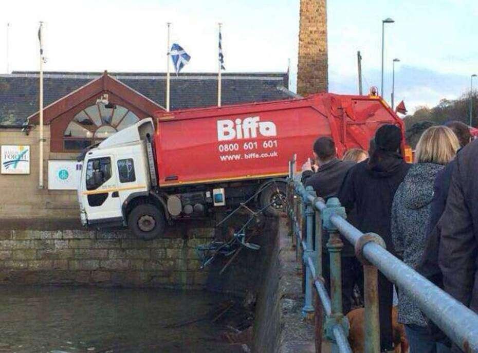 Motorista é morto ao ser esmagado pelo próprio caminhão