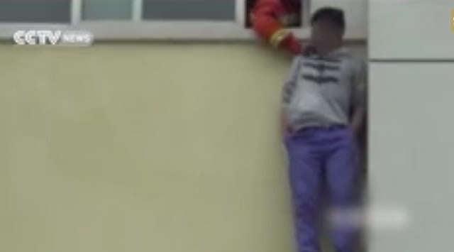 Bombeiro salva adolescente em tentativa de suicídio