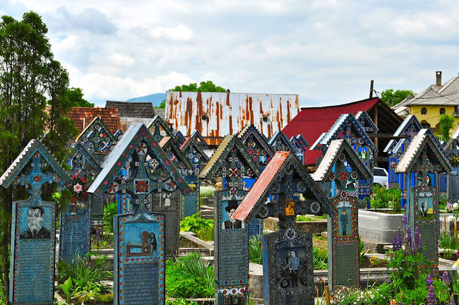 Veja o cemitério mais colorido do mundo