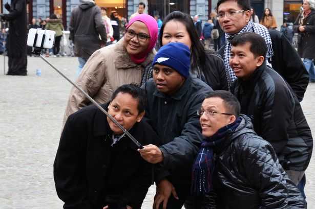 Pessoas que vendem varas para capturar selfies podem ser presas, governo da Coréia do Sul está tentando criminalizar ato.