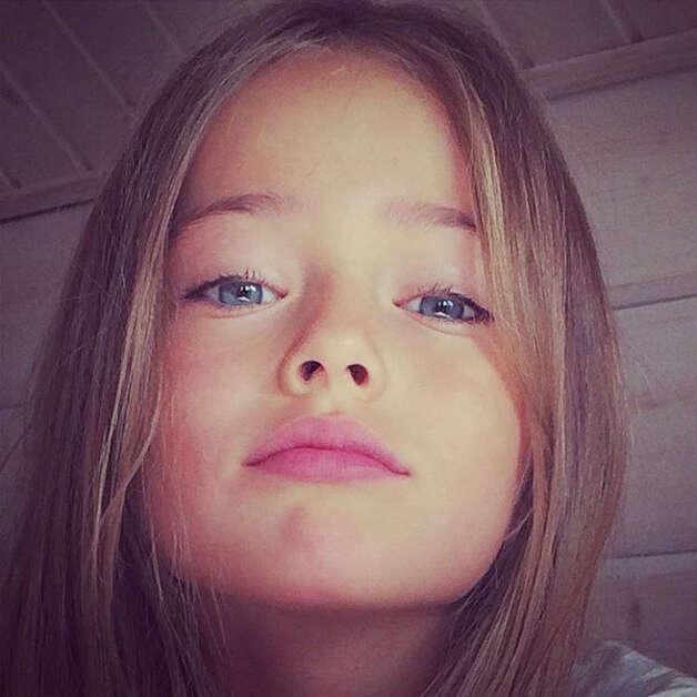 """Menina considera """"a mais bonita do mundo"""" levanta debate sobre exploração da beleza infantil"""