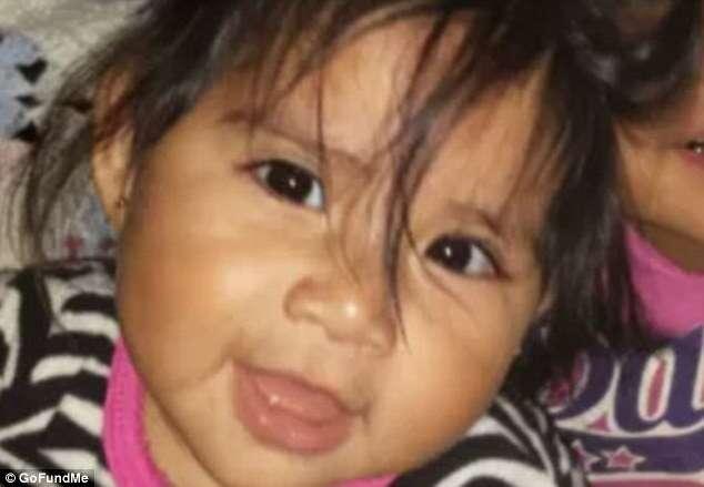 Pai acidentalmente arranca pé da filha de um ano após criança descer de escorregar e aterrissar em cortador de grama
