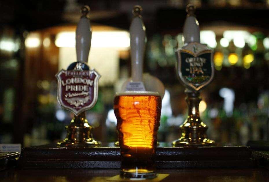 homens devem beber com os amigos para melhorar o nível de estresse, diz pesquisa