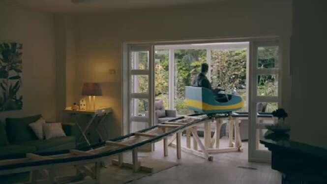 Imobiliária instala montanha-russa em residência