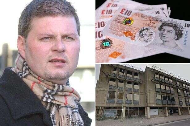 Homem é preso por deixar dinheiro cair de seu bolso para que mulheres se abaixassem para pegar