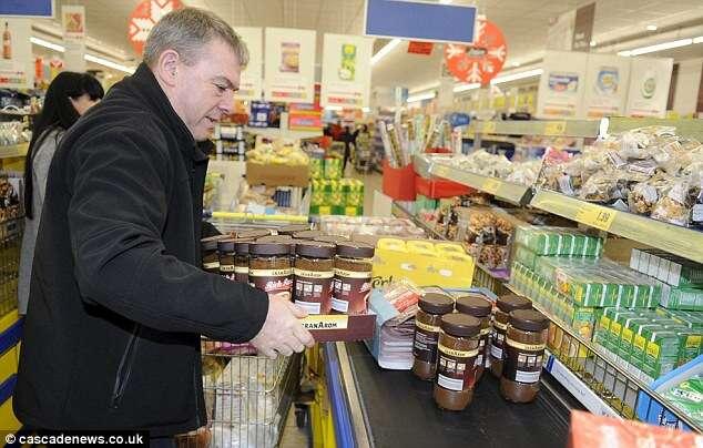 Roy Ganley fazendo compras em supermercado