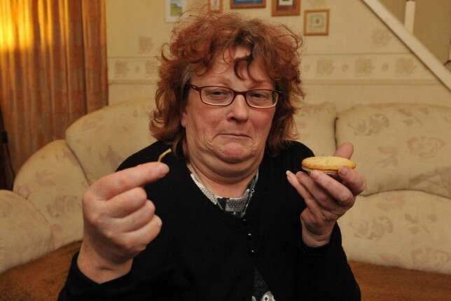 Mulher encontra pata de rato em torta comprada em supermercado