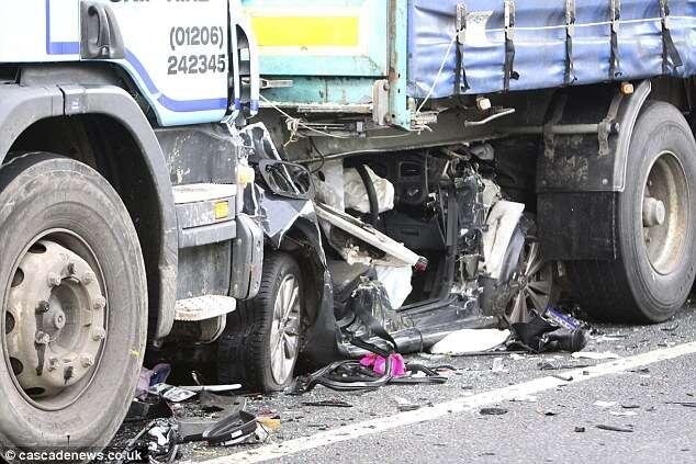 Mulher milagrosamente sobrevive após ser esmagada em acidente por caminhões