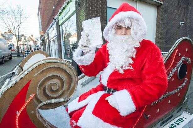 Papai Noel é multado após estacionar seu trenó em local proibido