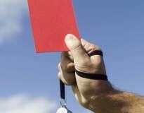 Jogador de futebol é expulso após pronunciar palavrão durante jogo