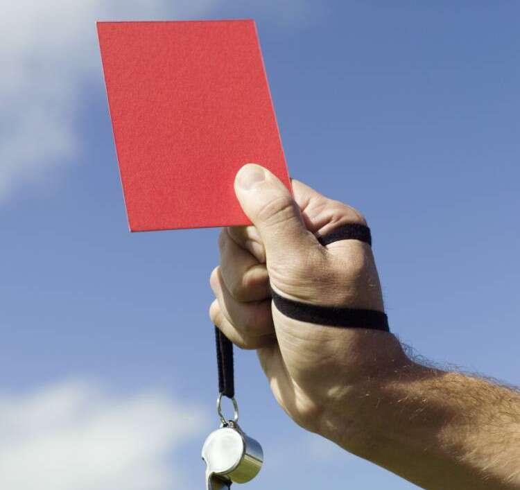 Jogador de futebol é expulso por pronunciar palavrão durante jogo