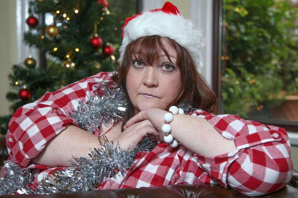 Mulher de 54 anos considera suicídio todos as vésperas de natal porque é incapaz de acreditar que Papai Noel não existe