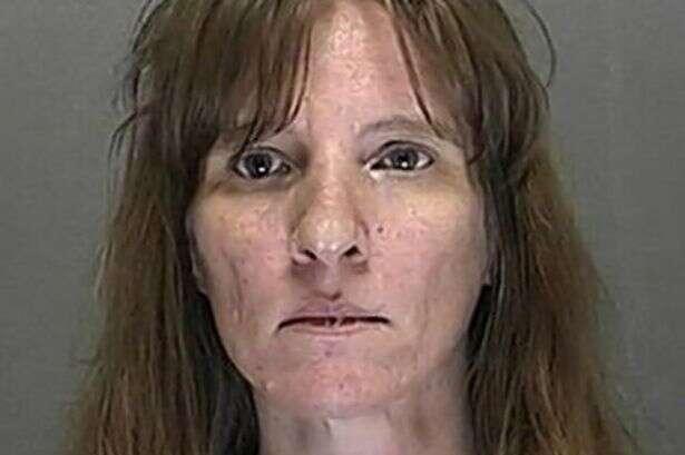 Mulher mata, esquarteja e cozinha vizinho, espalhando restos mortais por sua cidade na Flórida, Estados Unidos.
