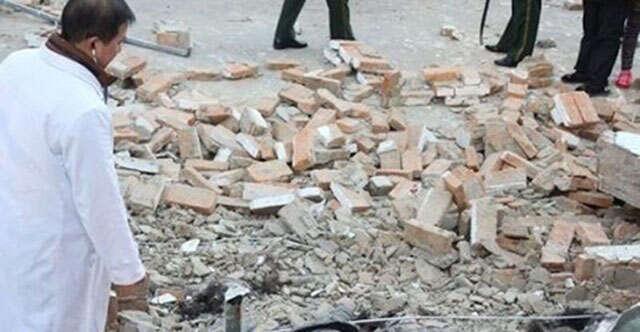 Adolescentes são esmagadas e mortas após muro de escola desabar sobre elas