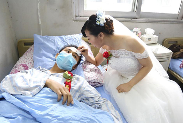 Adolescente de 19 anos realiza casamento surpresa para namorado com leucemia