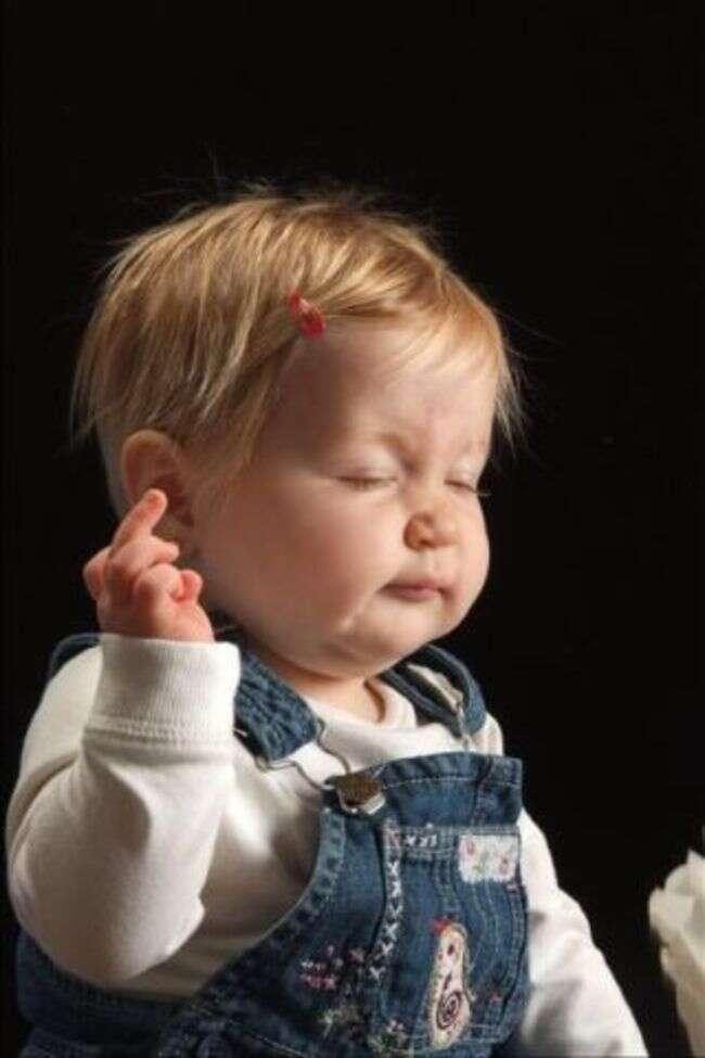 Imagens fazem sucesso mostrando bebês que não saíram tão bem nas fotos
