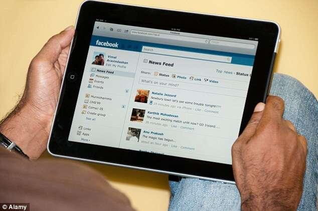 Atualizar Facebook ruim para o currículo
