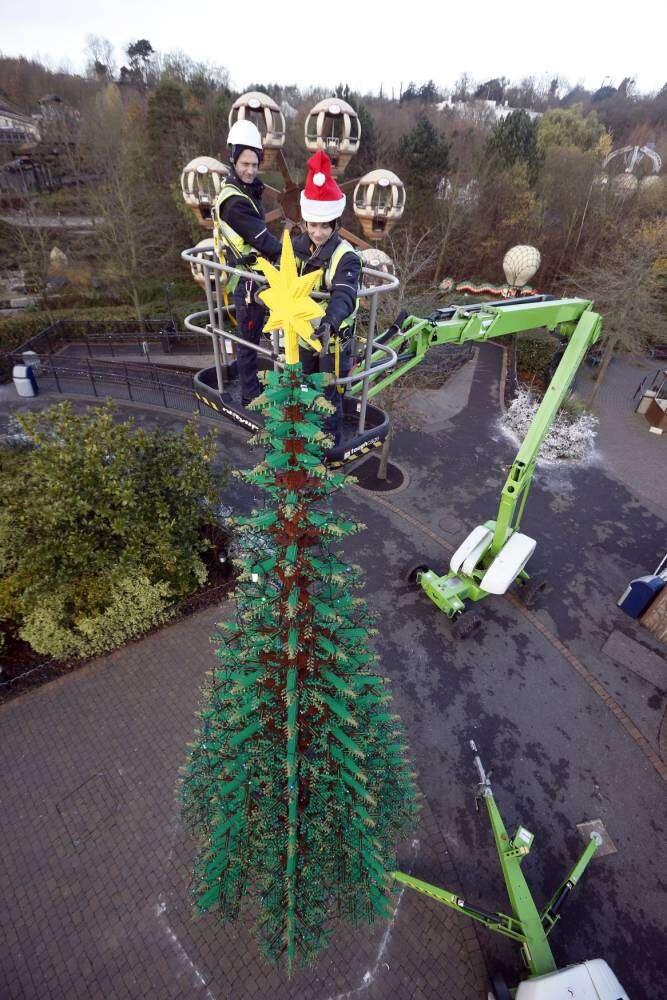 Legoland constrói árvore de Natal gigante feita com peças de lego
