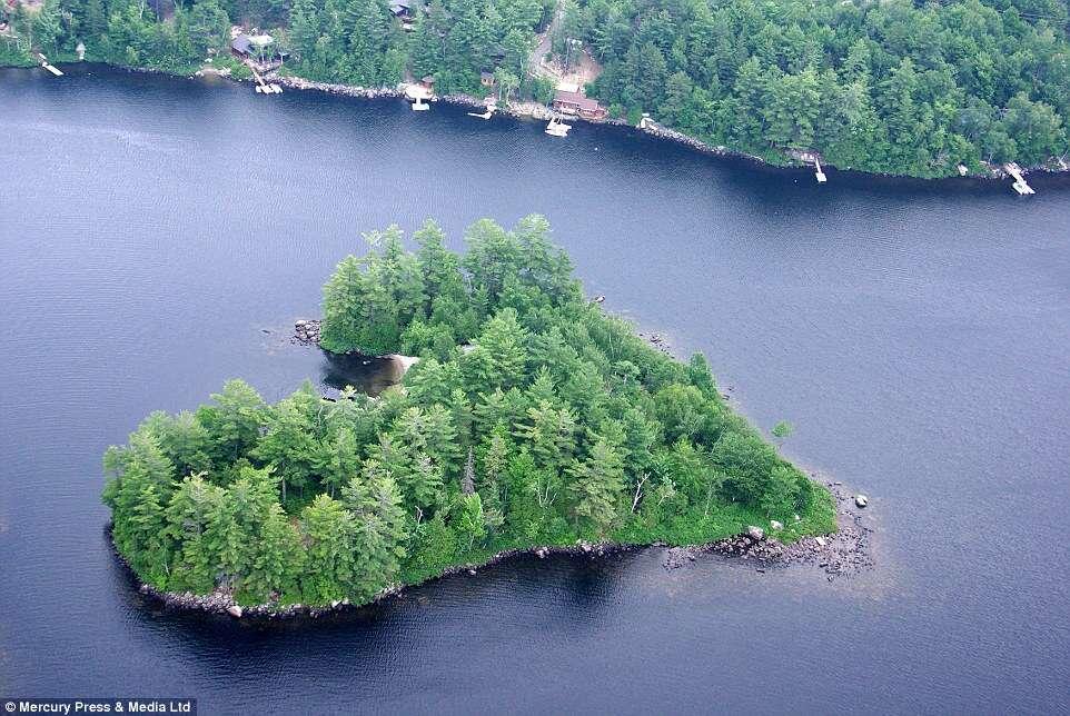 Ilha canadense em formato de coração é colocada à venda