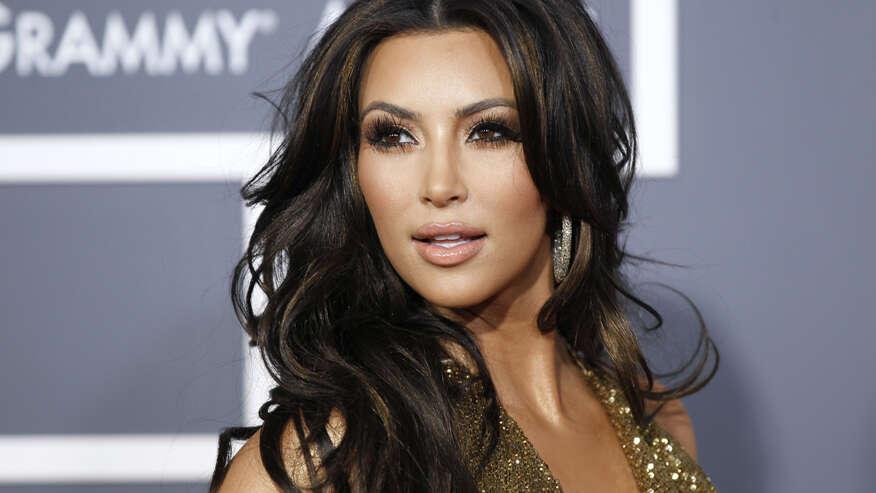 Marido trai esposa por recusar tentar se parecer com estrela Kim Kardashian