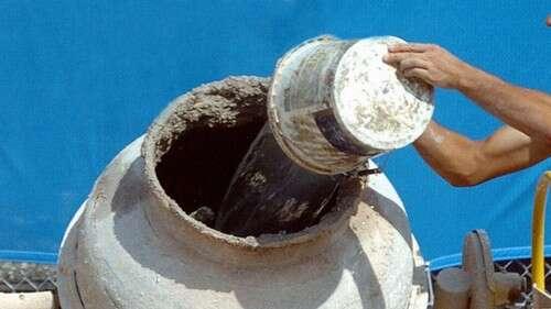 Empresa prepara refeições de hospital dentro de misturador de cimento e causa polêmica