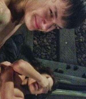 Casal tem relação íntima em túnel de metrô e posta fotos na internet