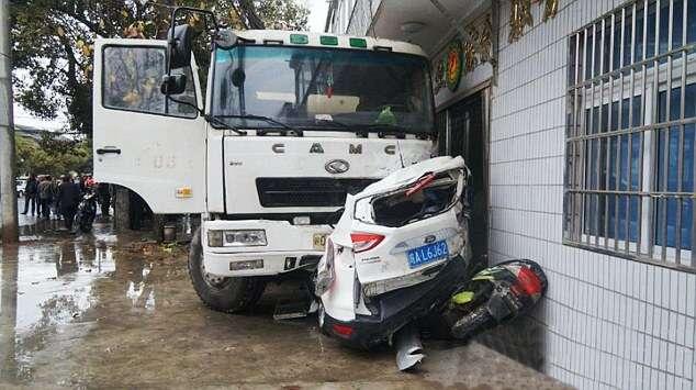 VID: Pair Walk Away Unharmed After Horrific Crash