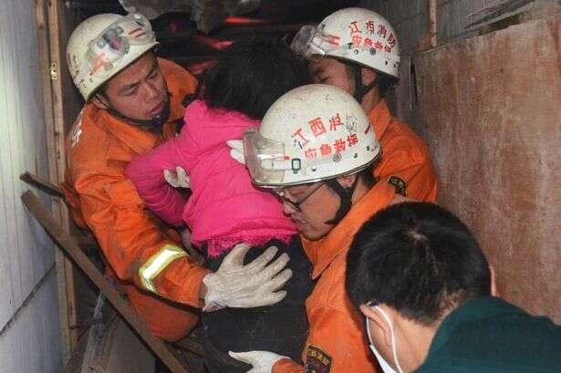 Menina de 9 anos cai do sétima andar de escola e bombeiros a encontram com vida