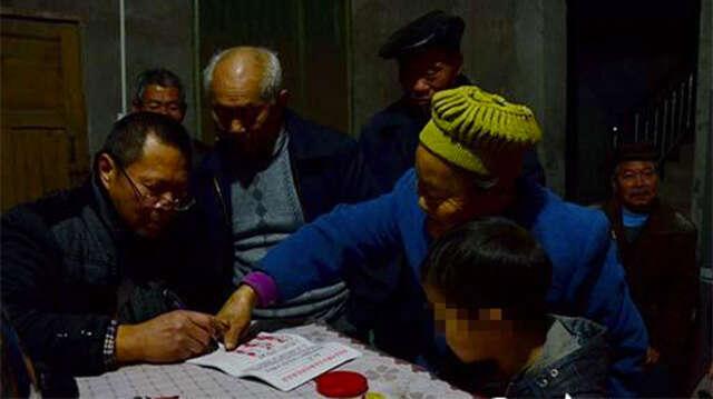 Mais de 200 moradores assinaram petição para expulsar de aldeia criança infectada com vírus HIV