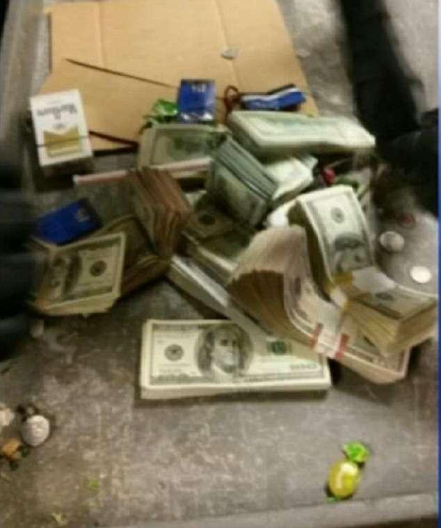 Funcionária de lanchonete encontra mochila com 250 mil reais dentro