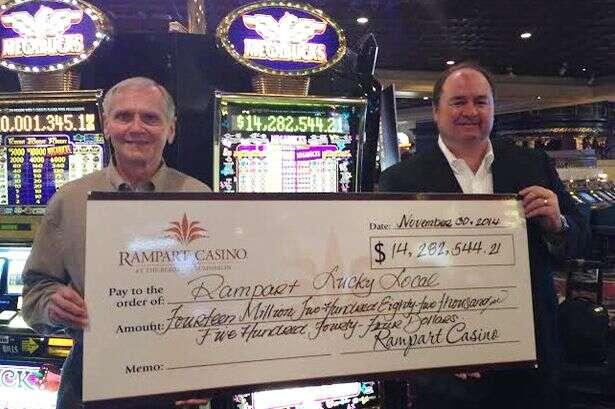 Homem sortudo ganha 35 milhões de reais em Casino e doa tudo para caridade