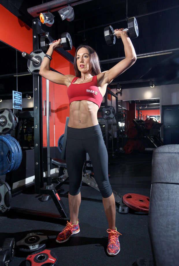 Mulher supera anorexia e se torna campeã de fisiculturismo