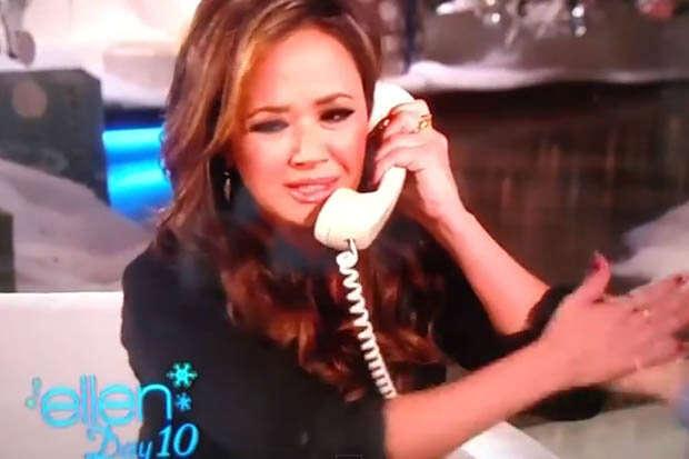 Atriz liga para o marido ao vivo em programa de TV e outra mulher atende