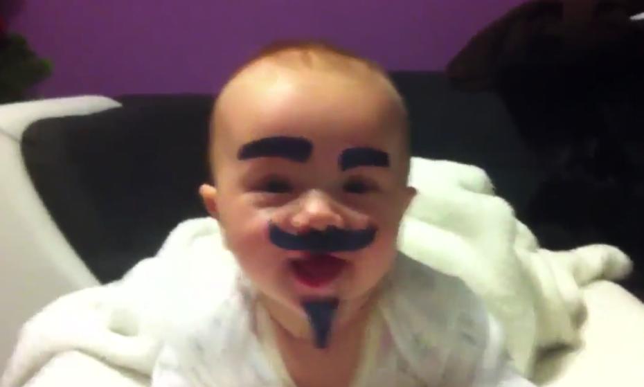 Vídeo viral explica o que acontece quando a mãe deixa seu bebê sozinho com o pai