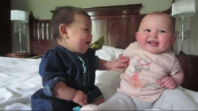 Bebês conversando