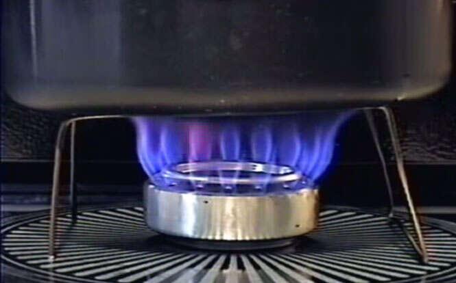 Como fazer um fogão com latas de refrigerante