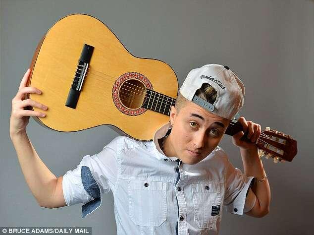 Jovem se torna primeiro transgênero sósia de Justin Bieber