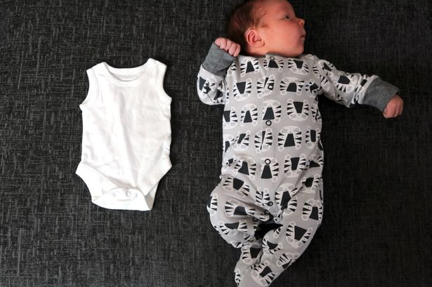 Bebê nasce pesando 6 quilos e se torna sensação em hospital
