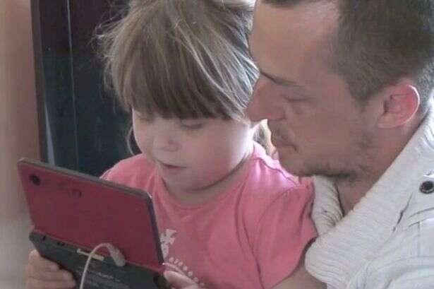 Pais imploram para encontrarem doador de rim para filha