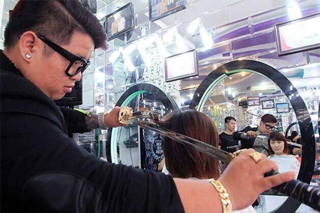 Corte de cabelo com espada
