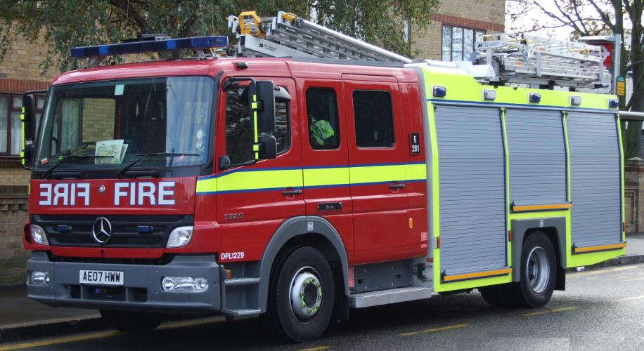 Mulher é resgatada por bombeiros após ser trancada no armário por sua filha