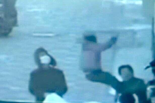 Vídeo flagra momento em que menina de cinco anos pula de edifício